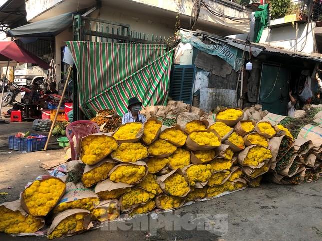 Nghìn nghịt người chen chân ở chợ hoa lớn nhất Sài Gòn ngày cuối năm ảnh 29