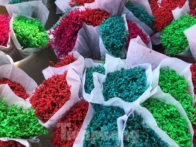 29 tết ở Sài Gòn: Đào bung sắc, sức mua rất chậm ảnh 22