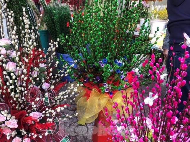 29 tết ở Sài Gòn: Đào bung sắc, sức mua rất chậm ảnh 19