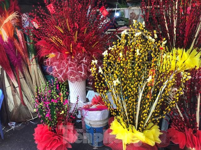 29 tết ở Sài Gòn: Đào bung sắc, sức mua rất chậm ảnh 17