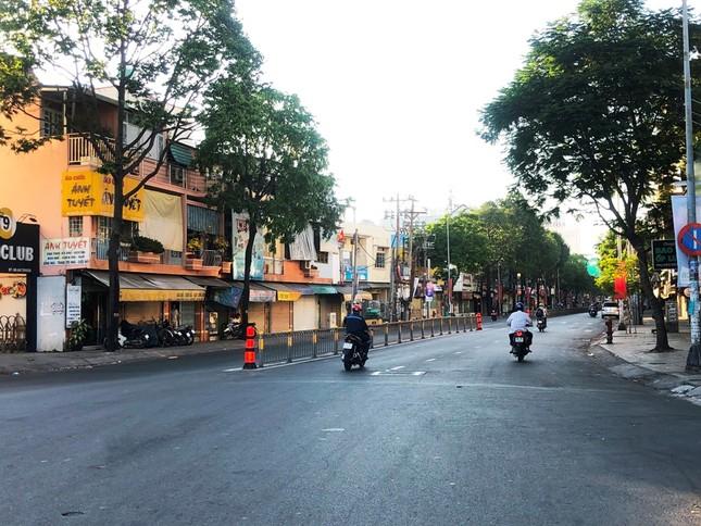 """Sài Gòn """"đẹp dịu dàng"""" sáng mùng 1 tết ảnh 10"""