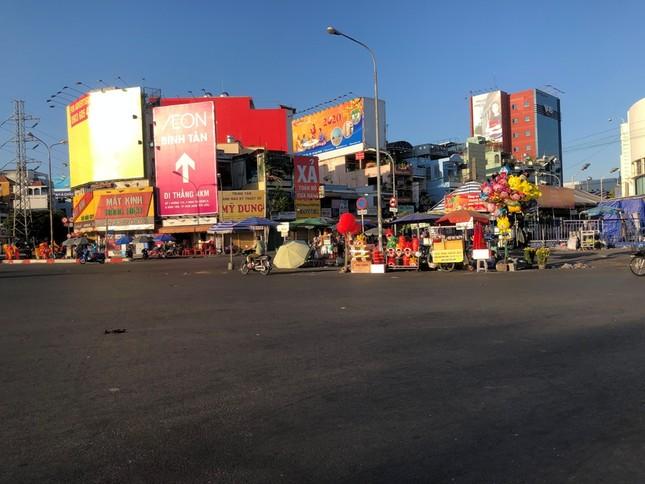 """Sài Gòn """"đẹp dịu dàng"""" sáng mùng 1 tết ảnh 15"""