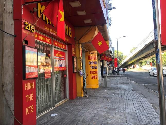 """Sài Gòn """"đẹp dịu dàng"""" sáng mùng 1 tết ảnh 19"""