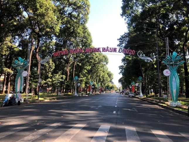 """Sài Gòn """"đẹp dịu dàng"""" sáng mùng 1 tết ảnh 2"""