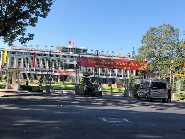 """Sài Gòn """"đẹp dịu dàng"""" sáng mùng 1 tết ảnh 1"""