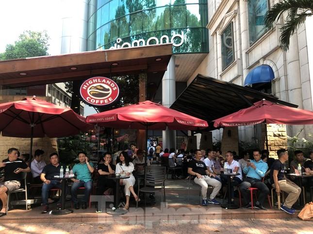 """Cà phê, quán ăn ở TPHCM """"nhảy giá"""" đuổi không hết khách ảnh 8"""
