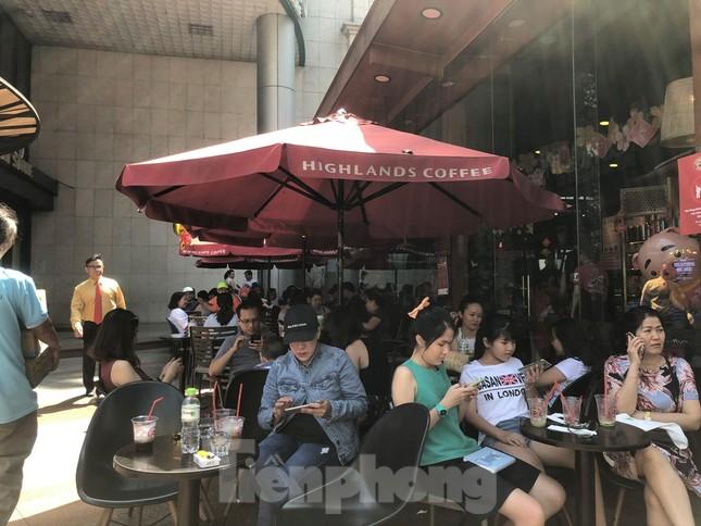 """Cà phê, quán ăn ở TPHCM """"nhảy giá"""" đuổi không hết khách ảnh 7"""