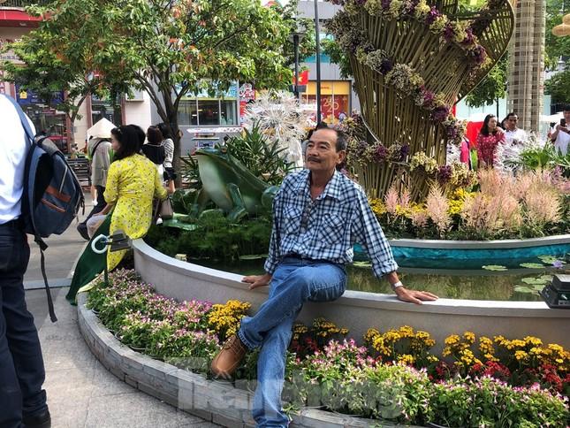 Vì sao tiểu cảnh ở phố đi bộ Nguyễn Huệ tả tơi ảnh 6