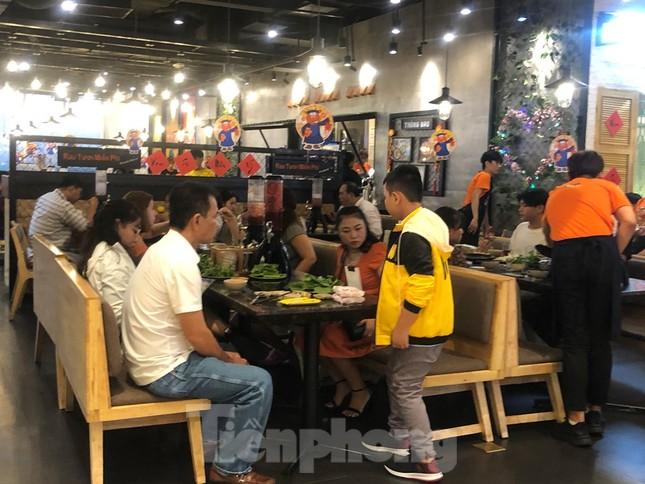 Trung tâm mua sắm, khu vui chơi Sài Gòn quá tải ngày cuối nghỉ Tết Nguyên đán ảnh 15