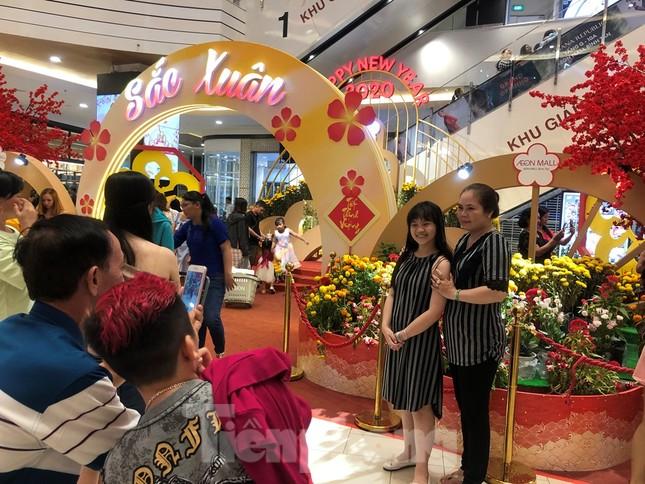 Trung tâm mua sắm, khu vui chơi Sài Gòn quá tải ngày cuối nghỉ Tết Nguyên đán ảnh 14