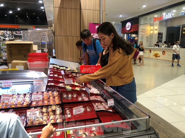 Trung tâm mua sắm, khu vui chơi Sài Gòn quá tải ngày cuối nghỉ Tết Nguyên đán ảnh 20