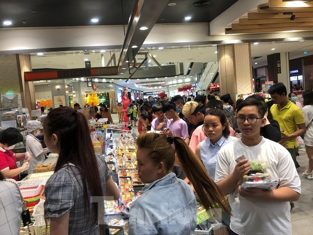 Trung tâm mua sắm, khu vui chơi Sài Gòn quá tải ngày cuối nghỉ Tết Nguyên đán ảnh 19