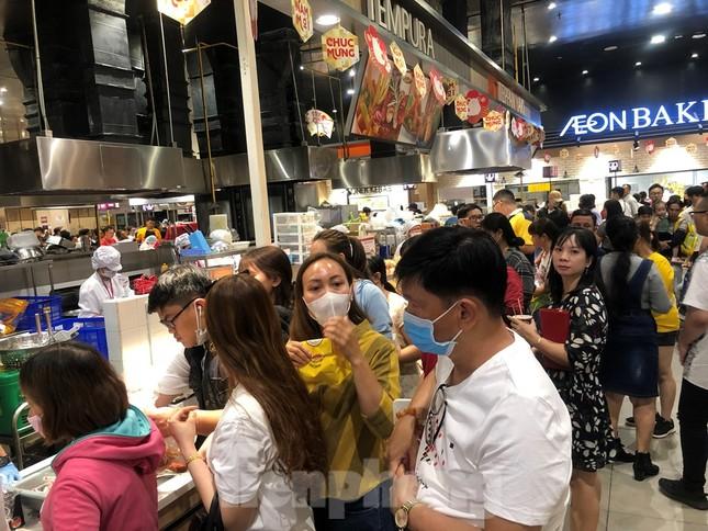 Trung tâm mua sắm, khu vui chơi Sài Gòn quá tải ngày cuối nghỉ Tết Nguyên đán ảnh 21