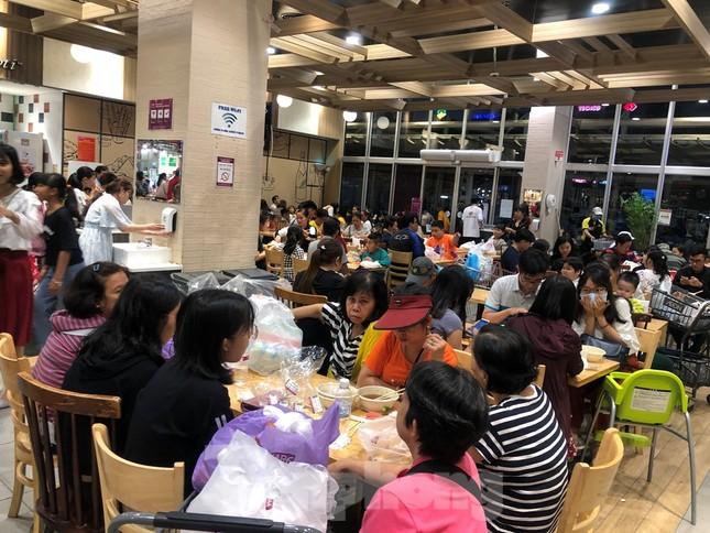Trung tâm mua sắm, khu vui chơi Sài Gòn quá tải ngày cuối nghỉ Tết Nguyên đán ảnh 23