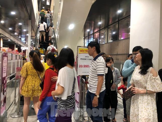 Trung tâm mua sắm, khu vui chơi Sài Gòn quá tải ngày cuối nghỉ Tết Nguyên đán ảnh 22