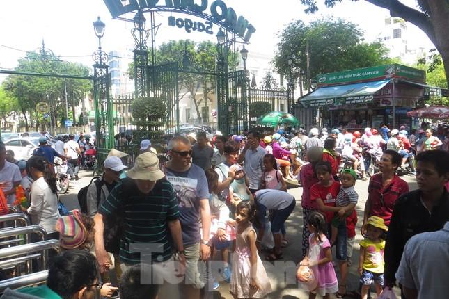 Trung tâm mua sắm, khu vui chơi Sài Gòn quá tải ngày cuối nghỉ Tết Nguyên đán ảnh 1