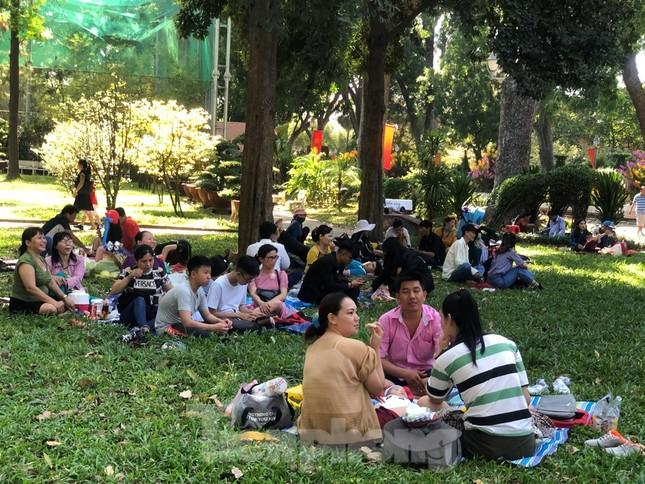 Trung tâm mua sắm, khu vui chơi Sài Gòn quá tải ngày cuối nghỉ Tết Nguyên đán ảnh 10