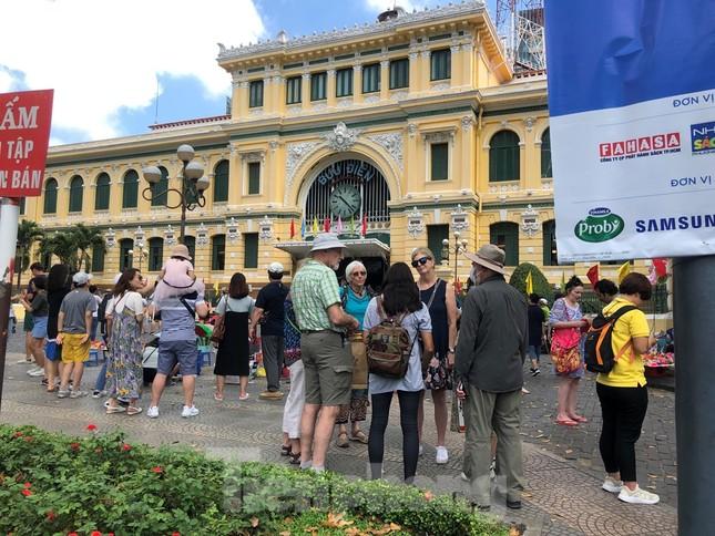 Trung tâm mua sắm, khu vui chơi Sài Gòn quá tải ngày cuối nghỉ Tết Nguyên đán ảnh 25