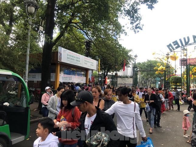 Trung tâm mua sắm, khu vui chơi Sài Gòn quá tải ngày cuối nghỉ Tết Nguyên đán ảnh 2