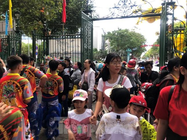 Trung tâm mua sắm, khu vui chơi Sài Gòn quá tải ngày cuối nghỉ Tết Nguyên đán ảnh 5