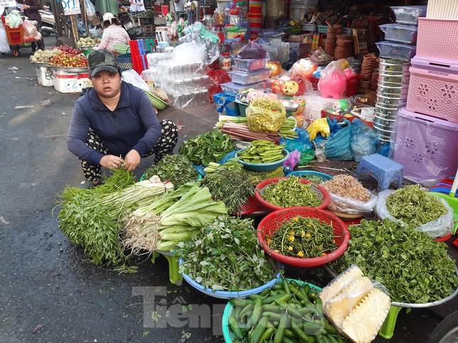 Khan hàng, rau xanh tăng giá chóng mặt ngày mùng 5 Tết ảnh 3