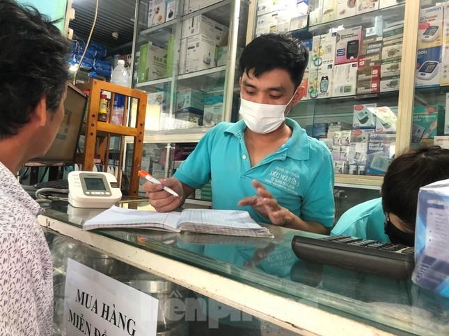 Cháy hàng, sốt giá khẩu trang y tế vì virus corona ảnh 3
