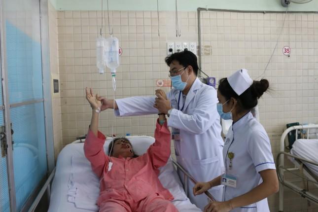 Cứu sống bệnh nhân đột quỵ nặng trên nền lupus ban đỏ ảnh 1