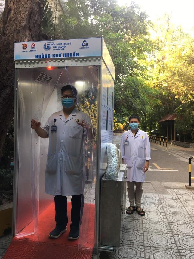 Nhiều bệnh viện ở TPHCM có buồng khử khuẩn toàn thân di động ảnh 5