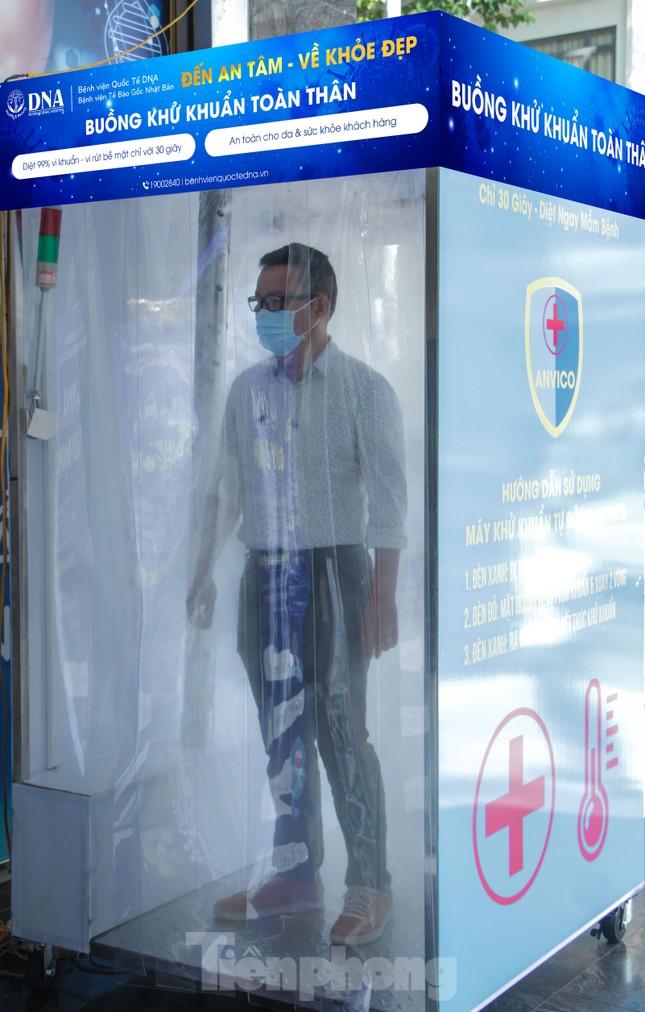 Nhiều bệnh viện ở TPHCM có buồng khử khuẩn toàn thân di động ảnh 3