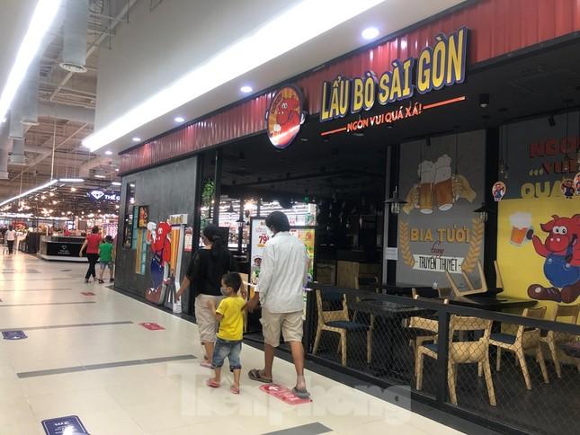 Dân Sài Gòn vào siêu thị săn đồ giảm giá đợt nghỉ lễ ảnh 9