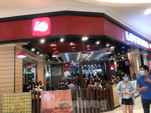Dân Sài Gòn vào siêu thị săn đồ giảm giá đợt nghỉ lễ ảnh 8
