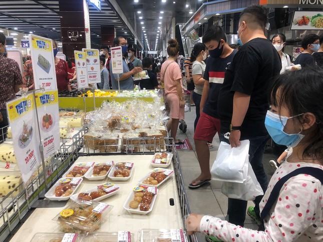 Dân Sài Gòn vào siêu thị săn đồ giảm giá đợt nghỉ lễ ảnh 2