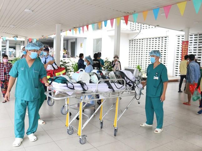 Bệnh viện Chợ Rẫy dồn toàn lực cứu chữa bệnh nhân phi công ảnh 2