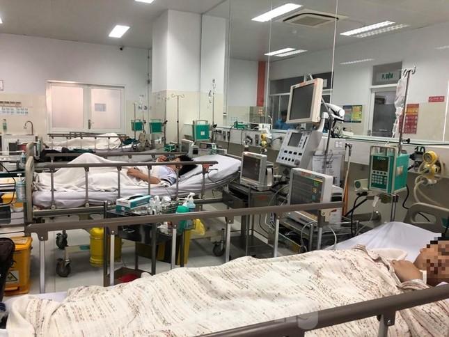 Sức khỏe 2 học sinh bị thương nặng nhất vụ cây đổ trong trường hiện thế nào? ảnh 1
