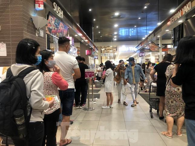 TP Hồ Chí Minh:Bệnh nhân 450 mắc COVID-19 đã đi Aeon Mall 5 ngày liên tục ảnh 1