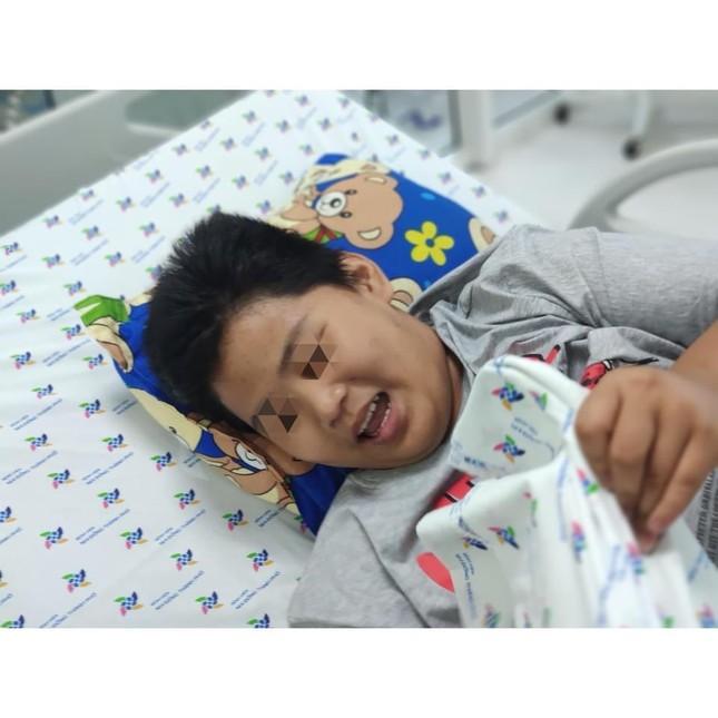 Nam sinh 14 tuổi phù phổi, hôn mê do bị bạn nhấn nước khi đi bơi ảnh 3