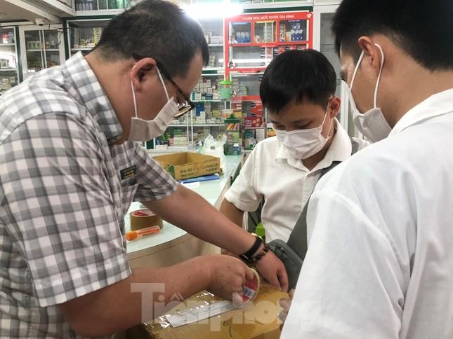 TPHCM: Đột kích nhà thuốc, phát hiện nhiều thực phẩm chức năng không rõ nguồn gốc ảnh 15