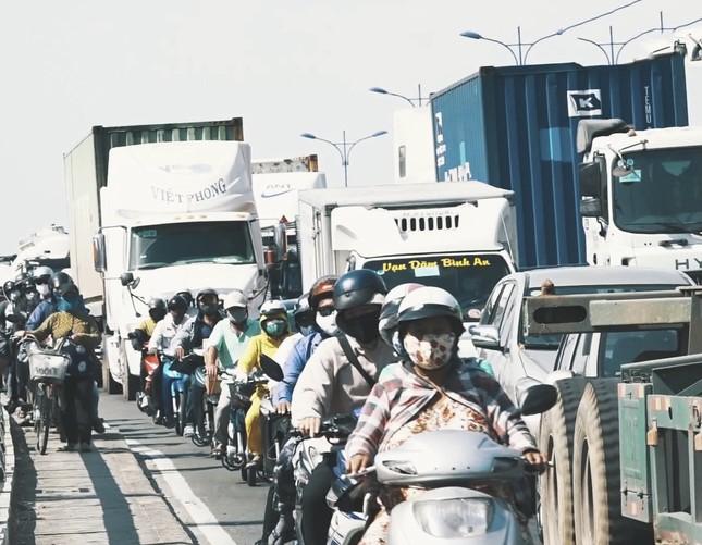 Giao thông vùng Đông Nam Bộ tắc nghẽn cả 3 tuyến ảnh 1