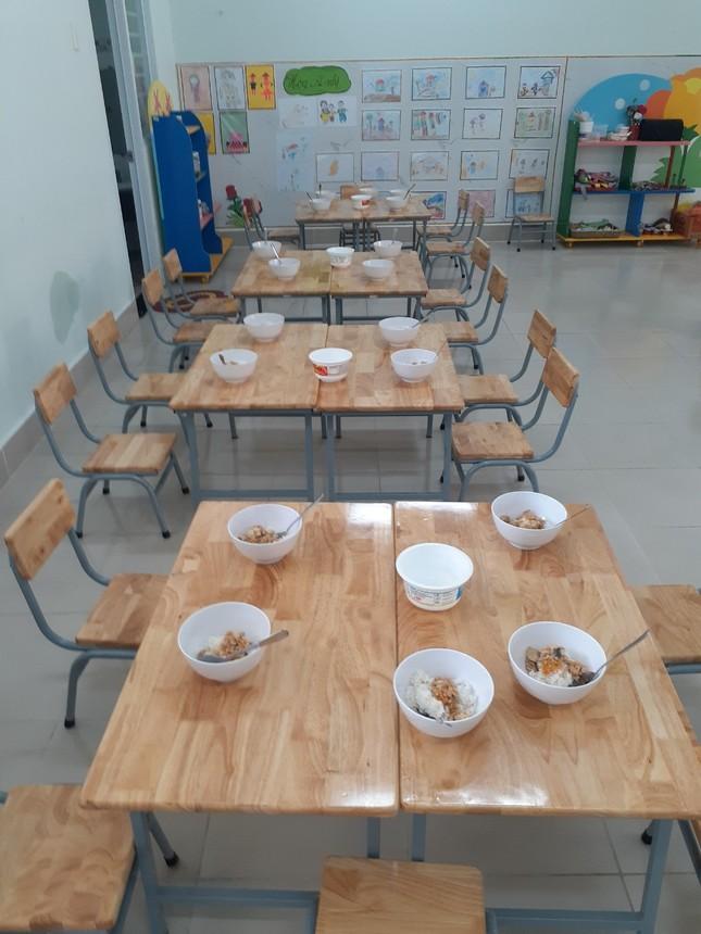 Hàng loạt giáo viên bị kỷ luật vì nhận trẻ vào học 'chui' ảnh 2
