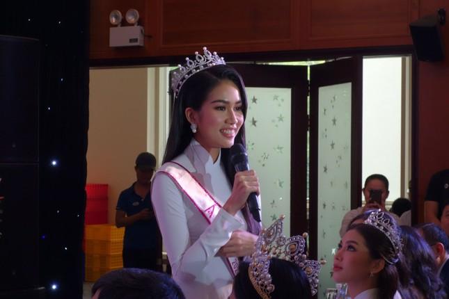 Hoa hậu Đỗ Thị Hà tâm sự xúc động với các tân thủ khoa ảnh 1