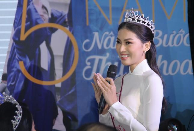 Hoa hậu Đỗ Thị Hà tâm sự xúc động với các tân thủ khoa ảnh 4