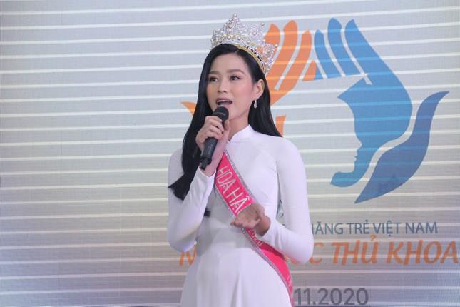 Hoa hậu Đỗ Thị Hà tâm sự xúc động với các tân thủ khoa ảnh 5