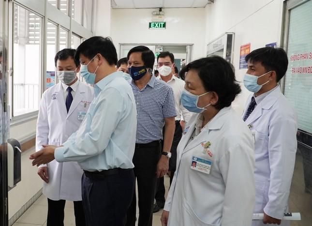 Bộ trưởng Nguyễn Thanh Long: Bệnh viện Chợ Rẫy có nhiều dấu ấn quan trọng ảnh 4