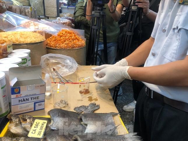 TPHCM: Ngành chức năng xét nghiệm tìm 'thực phẩm bẩn' tại chợ, siêu thị ảnh 2