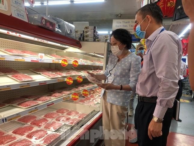 TPHCM: Ngành chức năng xét nghiệm tìm 'thực phẩm bẩn' tại chợ, siêu thị ảnh 6