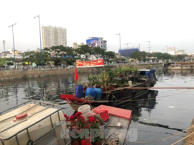 Chèo thuyền SUP lướt sông Sài Gòn đi chợ hoa Tết ảnh 19
