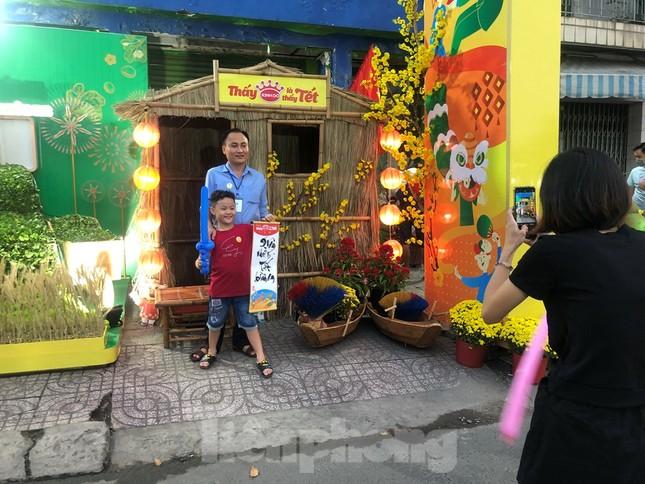 Chèo thuyền SUP lướt sông Sài Gòn đi chợ hoa Tết ảnh 6