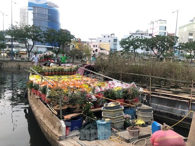 Chèo thuyền SUP lướt sông Sài Gòn đi chợ hoa Tết ảnh 12