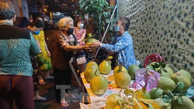 Dân Mả Lạng đem cả 'siêu thị' vào khu cách ly ảnh 9