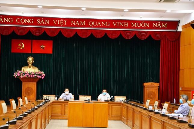 TPHCM: Xét nghiệm kháng thể nhóm nhân viên bốc xếp ở sân bay Tân Sơn Nhất ảnh 1